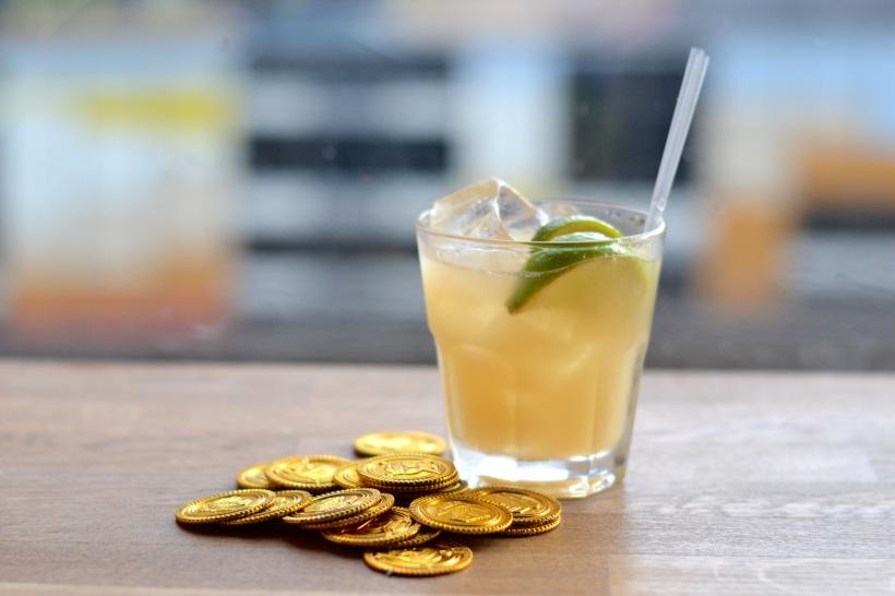 Island Bar rum cocktail